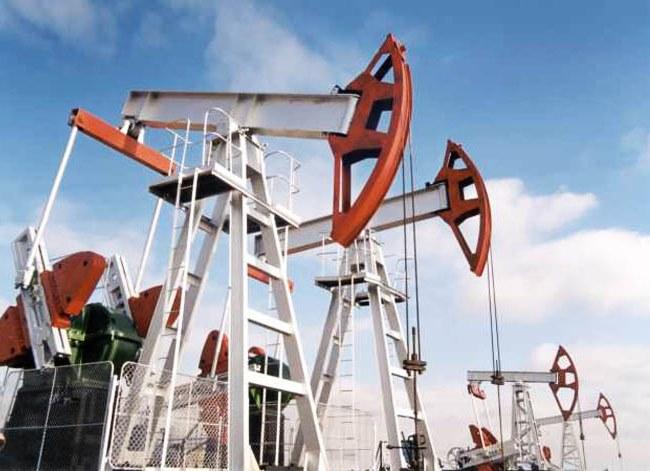 За истекшую первую половину 2017 года в Ямало-Ненецком автономном округе (ЯНАО) серьезно выросла добыча углеводородов. По сравнению с первым полугодием-2016 газа было извлечено из недр на 15% больше, а нефти — на 25%. Об этом сообщает ТАСС со ссылкой на пресс-службу губернатора региона.