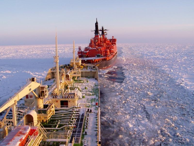 Глава Южной Кореи заявил, что партнёрство двух стран может положить начало новой эры энергетики. Северный морской коридор является самым коротким морским путём между Европейской частью РФ и Дальним Востоком.